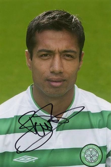 Bobby Petta, Glasgow Celtic, signed 6x4 inch photo.
